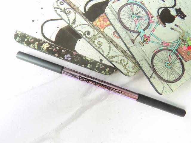 Urban Decay Brow Beater ceruzka na obocie