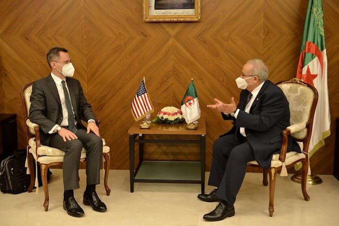 وزير الخارجية الجزائري يستقبل مساعد كاتب الدولة الأمريكي للشؤون الخارجية بالعاصمة الجزائر.