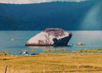 batu guru pangaloan danau toba