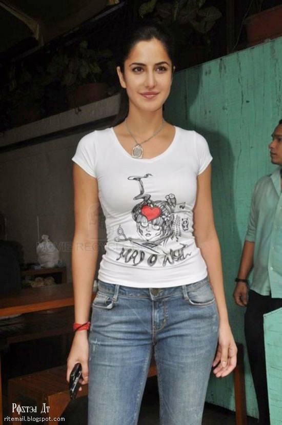 Katrina Kaif in T-shirt jean ~ Latest Stylish Fashion All ...