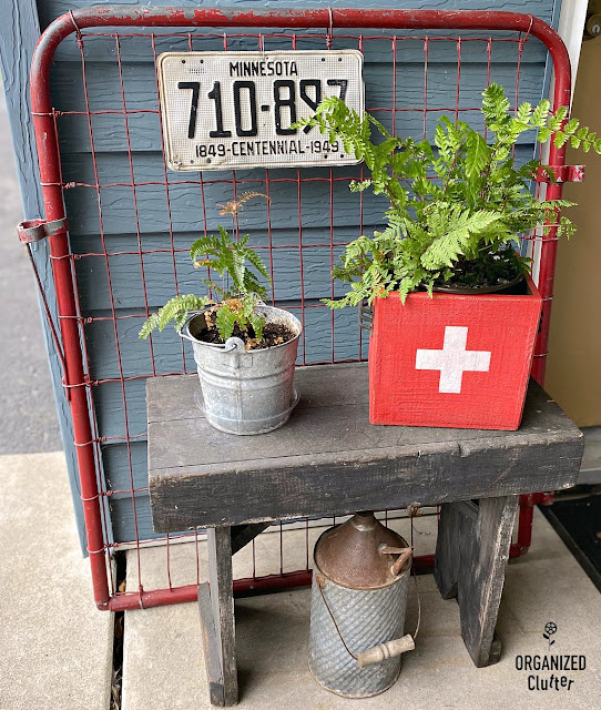 Thrift shop Primitive Wood Box Upcycle #stencil #upcycle #thriftsthop #Swissflag #containergarden #ferns