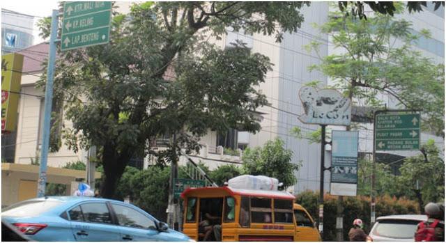 Plang penunjuk arah dan tempat di Kota Medan, kini semua sudah berubah. Dulu disebut Kampung Keling, sekarang Kampung Madras