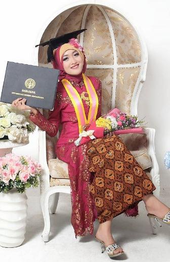 Model Kebaya Modern Hijab Untuk Wisuda Terbaru