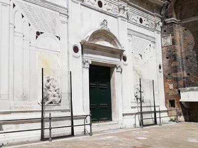 L'ex farmacia a destra dell'Ospedale Civile di Venezia