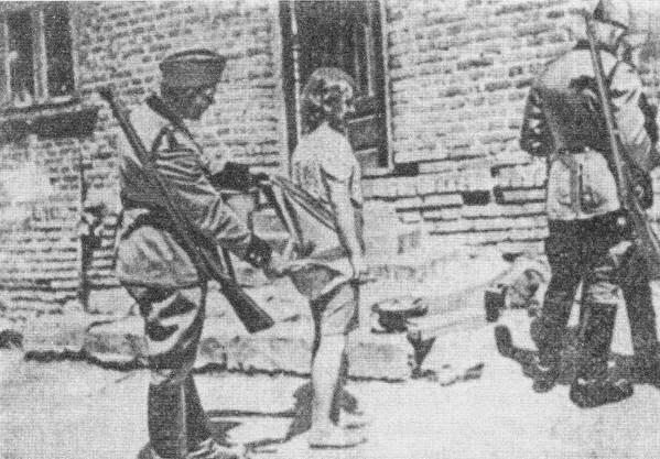 Порно с женщинами в лагерях 1941 года