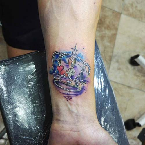 colorful crown tattoo renkli taç dövmesi