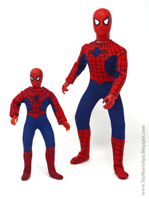 Mego Spider-Man 8 y 12 pulgadas - Comparativa frente   (MEGO - World's Greatest Super Heroes!)