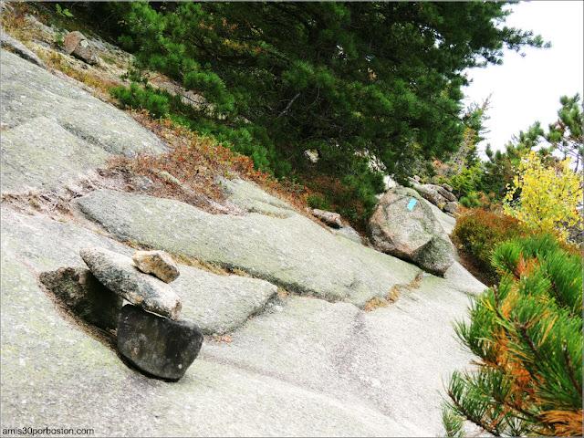 Cairns en los Senderos del Cadillac Mountain en el Parque Nacional Acadia en Maine