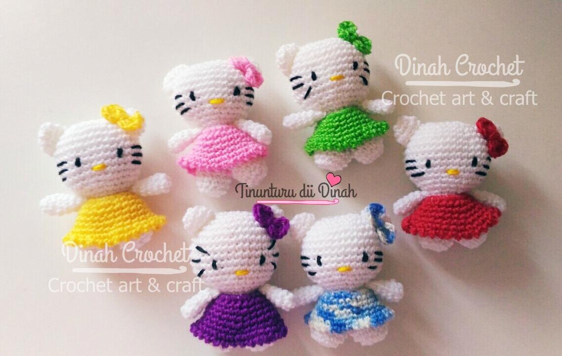 Handmade crochet hello kitty amigurumi keychain, Design & Craft ...   720x1135