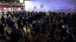 Kerusuhan Pilpres AS Memuncak! Pendukung Joe Biden Tak Kalah Beringas, Ludahi Polisi dan Pembakaran