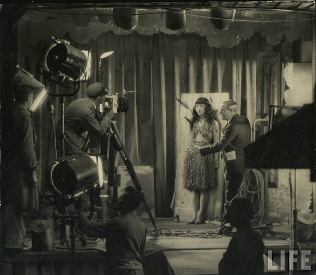 23 Rare Behind the Scenes Photos Reveal the Filmmaking in the 1920s