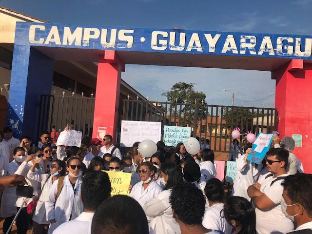 Alunos brasileiros cobram pagamento de professores de universidade boliviana na fronteira