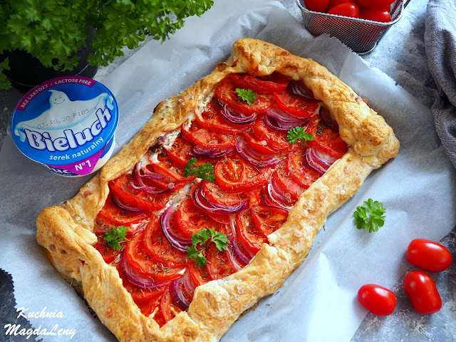 Tarta z pomidorami na cieście francuskim