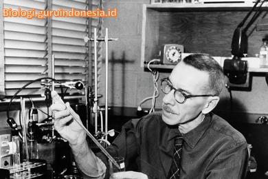 Penemu struktur genetik virus (Alfred Day Hershey)
