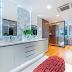 Closet integrado ao banheiro maravilhoso com estilo contemporâneo e super sofisticado!