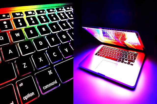 أعلنت شركة Apple يوم الثلاثاء عن أجهزة MacBook Air و MacBook Pro المحمولة والمحمولة ، ويأتي كلا الجهازين باستخدام لوحة مفاتيح آلية الفراشة الشهيرة للشركة. نظرًا لسجل التتبع غير الرائع في لوحة مفاتيح الفراشة ، أضافت شركة كوبرتينو في كاليفورنيا بالفعل أجهزة الكمبيوتر المحمولة إلى برنامج خدمة لوحة المفاتيح الخاص بها ، والذي يقدم إصلاحًا مجانيًا أو استبدال لوحات المفاتيح إذا كانت تواجه مشكلات. بشكل منفصل ، أسقطت الشركة سعر ترقية SSD وأعلنت عن فترة تجريبية من Apple Music مدتها ستة أشهر للطلاب. ستبيع Apple الآن MacBook Air مع ما يصل إلى 1 تيرابايت SSD على متن الطائرة.