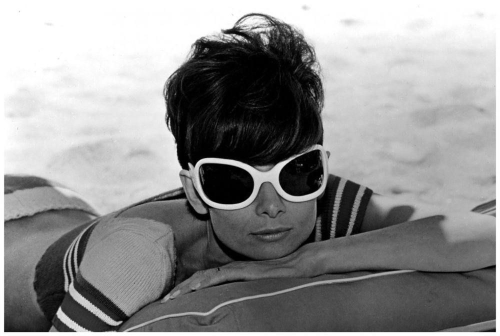 25 Fascinating Photographs of Audrey Hepburn During the