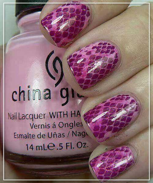 Snake Prints Nail Art Design In Pink