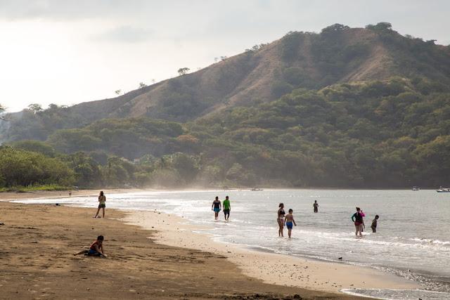 El sol luce en las playas de Guanacaste, Costa Rica