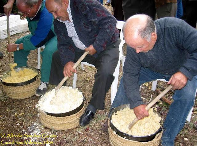 removiendo-gachas-calderos-casasbajas-valencia