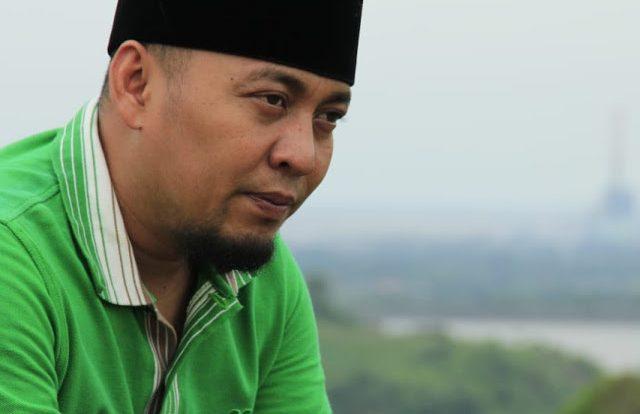 Bacaan Amalan Sholawat Ustadz Ujang Bustomi untuk Halau Santet