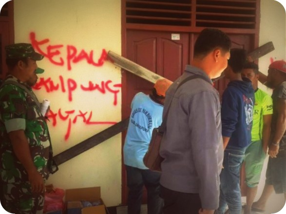 Purwadi Diduga Menjual Tanah, Warga Palang Balai Kampung Desay