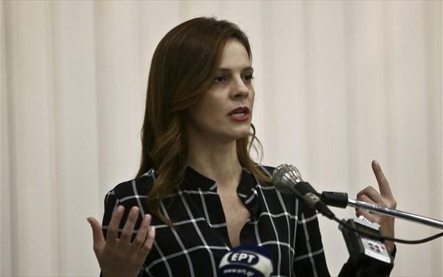 Αχτσιόγλου: Ο Σταϊκούρας «ανακάλυψε» ότι οι ΜμΕ μπορούν να στηριχθούν και με μη επιστρεπτέα ενίσχυση
