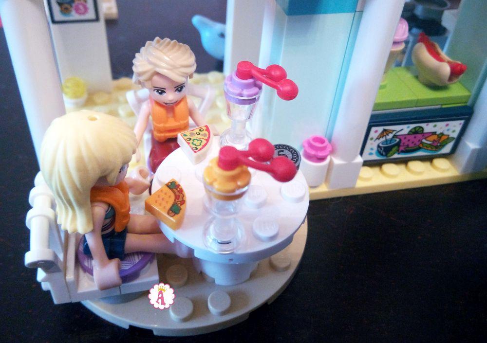 Летнее кафе на курорте LEGO Friends Heartlake City Resort распаковка