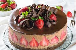 Strawberry Chocolate Cake #desserts #strawberrycake