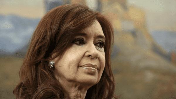 Juez revoca proceso penal contra Cristina Fernández
