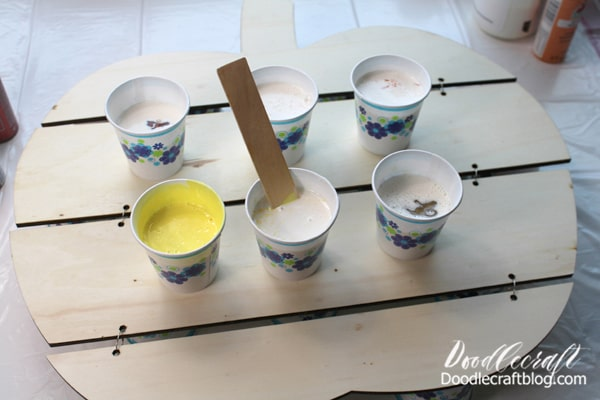 Mix one part of the Paint Pouring Medium with one part paint and stir them up carefully in a little cup.