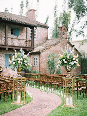 casa feliz ceremony setup with big flowers
