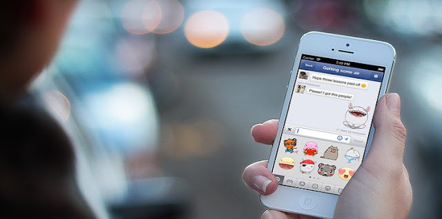 """تعرف الان على المميزة الجديدة التي أطلقتها فيسبوك ضمن مسنجر"""" أمكانية التصويت """"  aitenews إن هذه المميزة مقتصرة على مستخدمي الولايات المتحدة الأميركية حاليا ولكن سوف تصل خلال فترة تصل إلى أسبوع على نظامي أندرويد و أي أو إس , وتوضح الشركة أن كثير من الأحيان قد يصعب على على مجموعة من الأشخاص ضمن مجموعة جماعية من التخطيط لأمر ما مثل الذهاب للسينما أو تناول الطعام في مطعم محدد لذلك أضافت هذه الأداة لتسهيل أتخاذ القرار الجماعي  , فيسبوك مميزة جديدة أطلقتها الفيسبوك , عالم التقنيات , بسام خربوطلي"""
