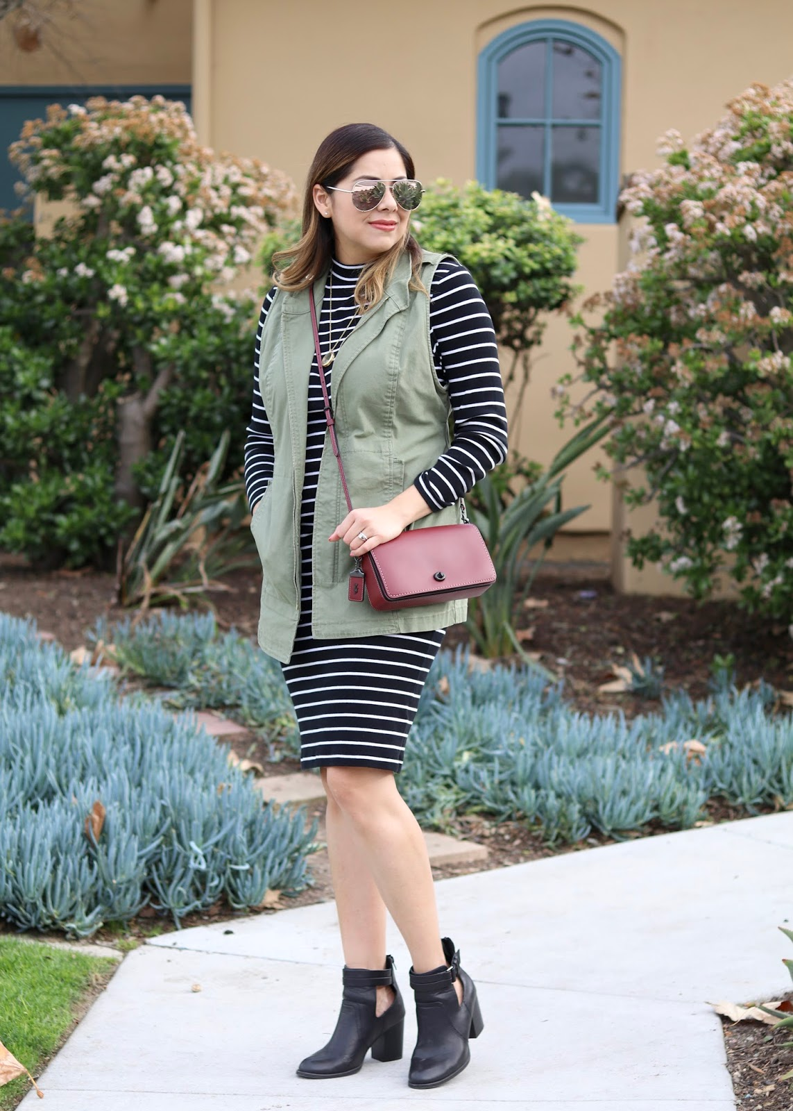Casual and cute outfit, utility vest lookbook, how to wear a burgundy purse