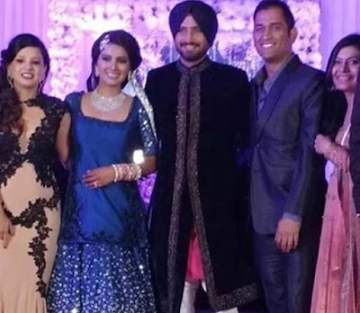 MS-Dhoni-Sakshi-in-Harbhajan-Singh-Geeta-Basra-wedding-reception