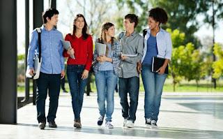 7 Manfaat berteman dengan senior di sekolah