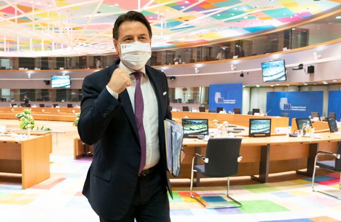Aiuti Ue: firmato l'accordo sul Recovery Fund