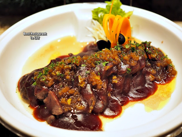 ONE WORLD HOTEL PETALING JAYA - CHRISTMAS Menu - Roasted Lamb Meat With Apple Pear Chutney and Cranberry Sauce