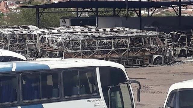 Um incêndio atingiu a garagem da empresa Falcão Real/São Luiz