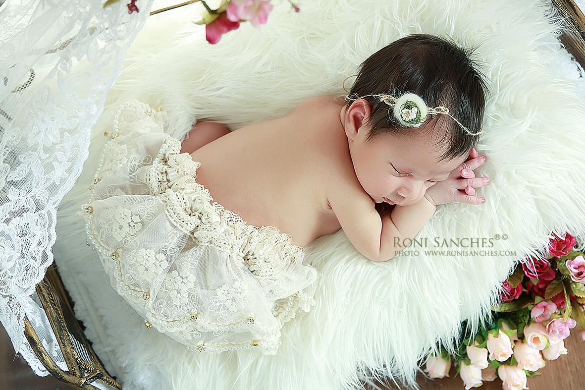 as fotos de book do bebê recém-nascido são lindas e marcam um período curto e preciso da história da família