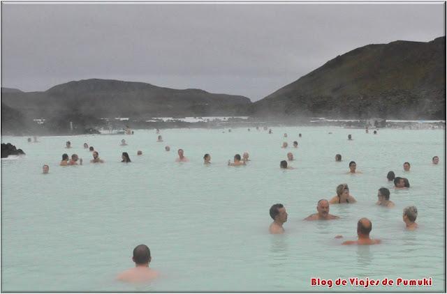 El Blue lagoon o laguna azúl es un balneario en un entorno de lava volcánica imprescindible en una visita a Islandia.