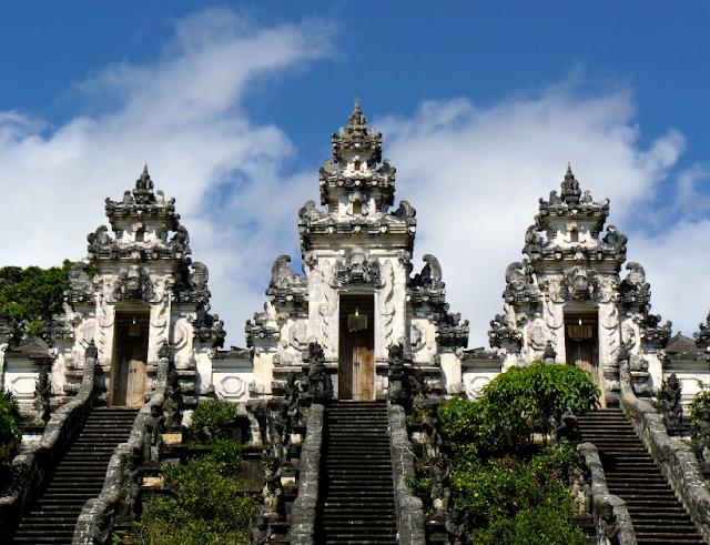 Pura Lempuyang Gerbang Surga di Pulau Dewata