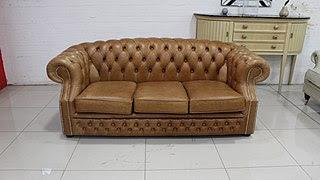Así se ve un tapizado capitoné en un sofá Chesterfield