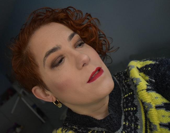 Maquillaje en tonos bronce y labios mate