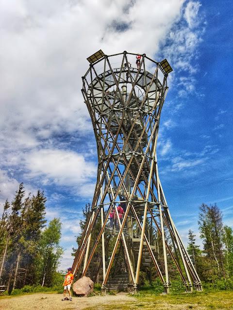 wieża na górze Borowej, widok na stalową konstrukcję