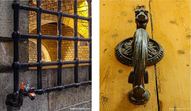 Dragão típico do Bairro Gótico de Barcelona na fachada do Museu Frederic Marès