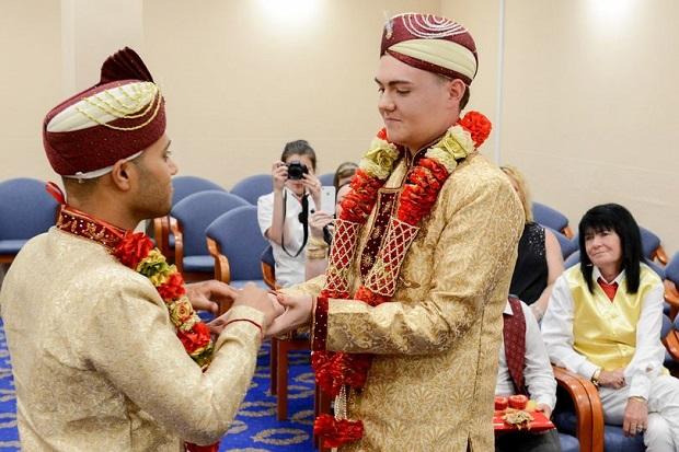 Astagfirullah, Ber-KTP Islam Tapi Dua Pria Ini Malah Menikah Sesama Jenis?