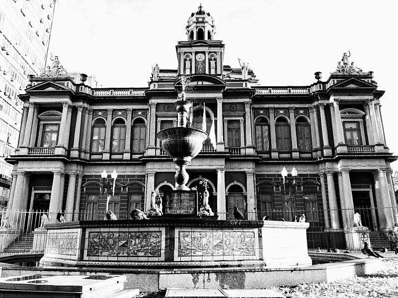 Fonte Tavalera de La Reina, em frente à Prefeitura Municipal de Porto Alegre.
