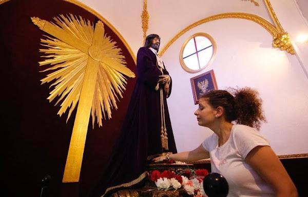 Roban en la iglesia de los Trinitarios potencias y coronas del Cristo de Gracia y el Rescatado en Córdoba