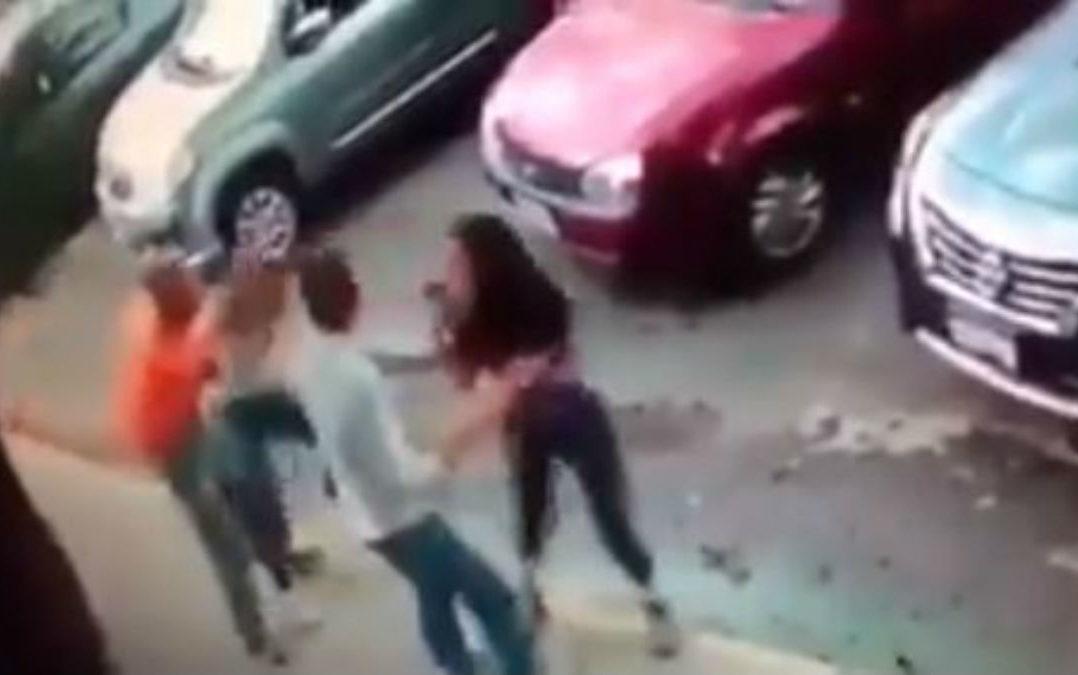 Video: Asaltan a dos jóvenes en calles de Coapa, en la CDMX